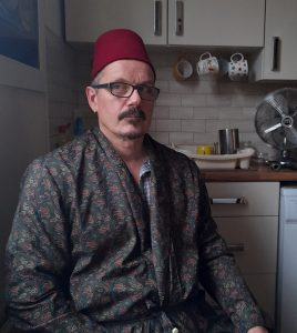 Steve Withington - artist, photographer, chessplayer and wearer of the fez